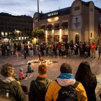 Helsinki: Muistotilaisuus Jimi Karttuselle