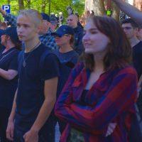 Tunnistatko muunsukupuolisten mielenosoitusta Tampereella häiriköineitä natseja?