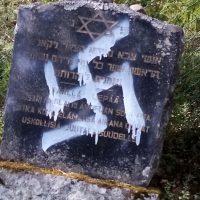 """Uusnatsit tärvelivät juutalaisten ja sosialistien monumentteja useissa kaupungeissa: """"vaikuttaa koordinoidulta"""""""
